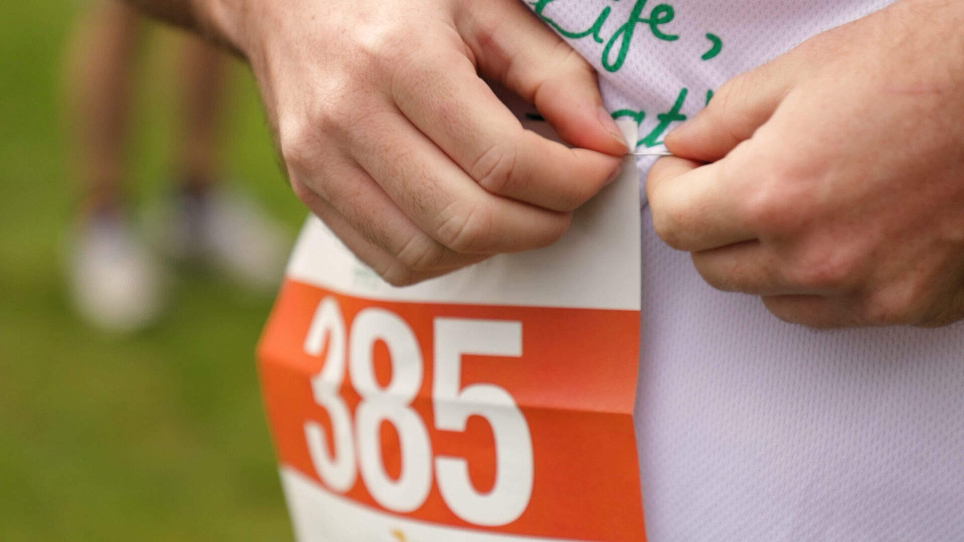 Hospice Runner pinning number to race top